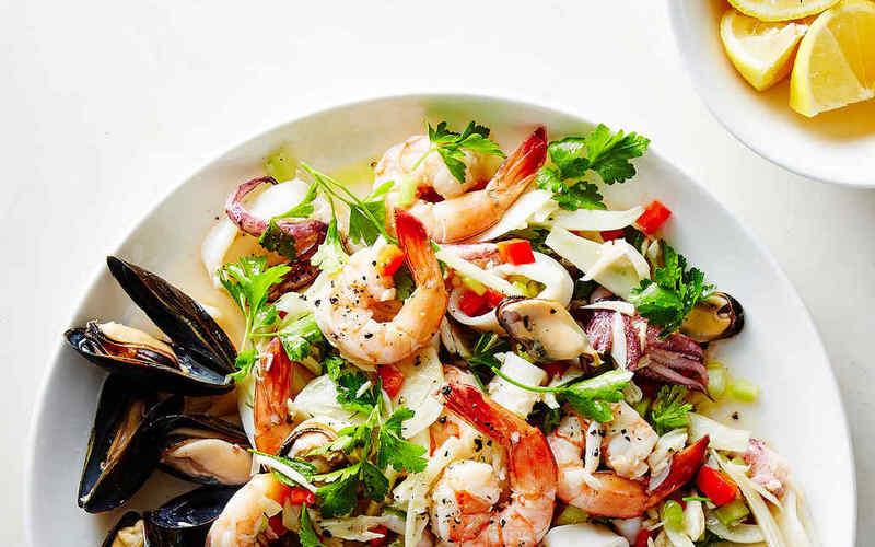 рецепт салатаиз морского коктейля