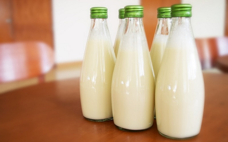 Moloko_v_steklyannoy_butylke_Молоко в стеклянной бутылке