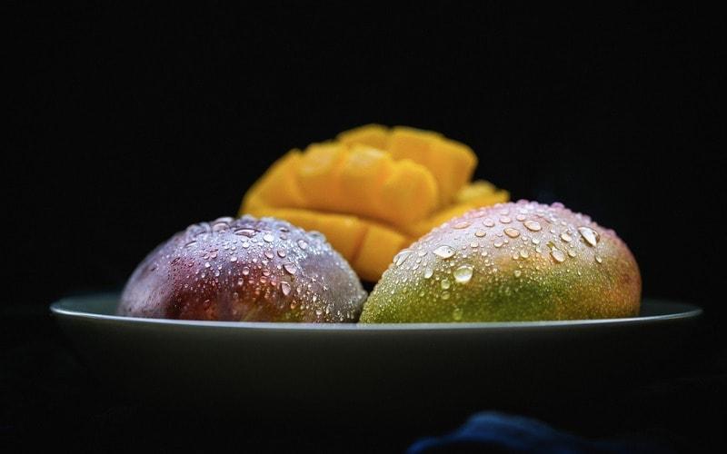 Kak_est_mango_Как есть манго по этикету