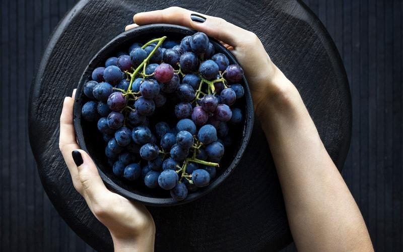Kak_est_vinograd_po_etiketu_Как есть виноград по этикету