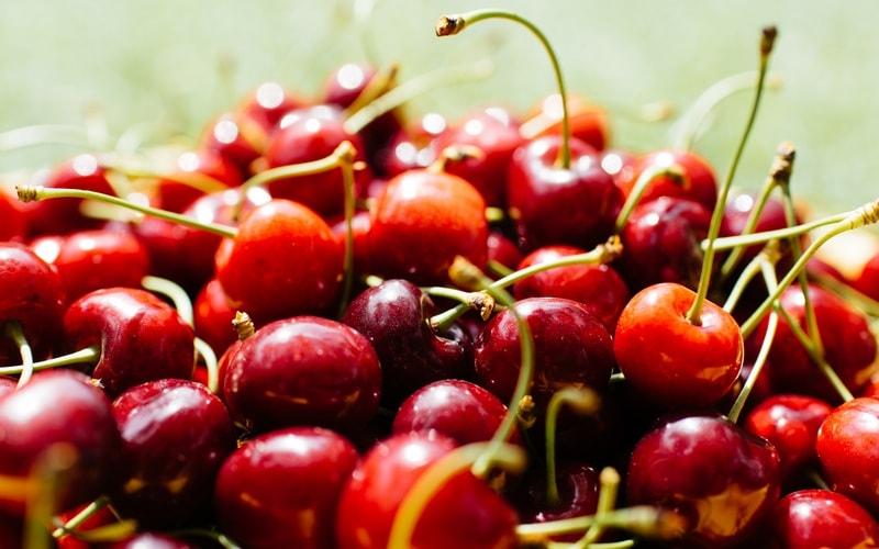 Kak_est_vishni_chereshni_Как правильно есть вишни и черешню