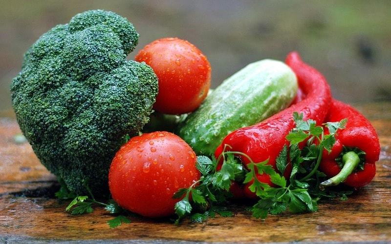 Kak_est_ovoschi_po_etiketu_Как есть овощи по этикету