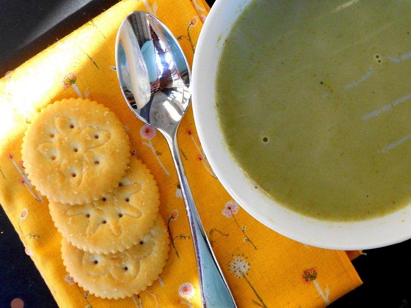 Soup_s_krekerami_Суп с крекерами