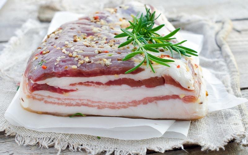 Полезно ли свиное сало? Чем полезно сало для организма?
