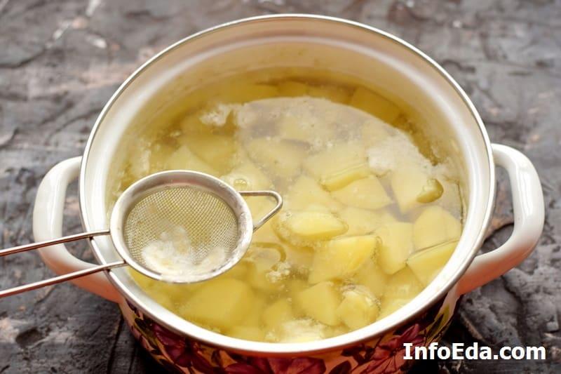 Снимаем пену при варке картошки
