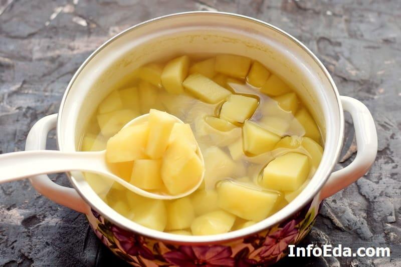 Проверка картофеля на готовность
