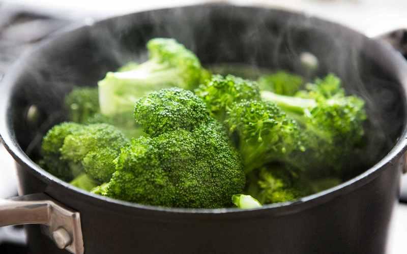 Kak_varit_broccoli_v_kastrule
