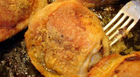 Как пожарить куриные бедра с золотистой корочкой на сковороде