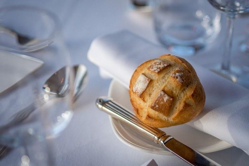 Хлеб на пирожковой тарелке