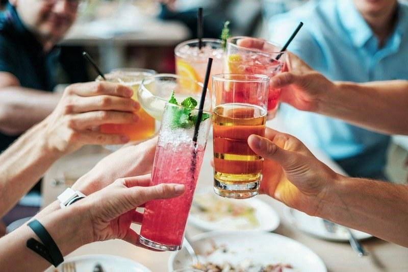 Как пить коктейли по этикету
