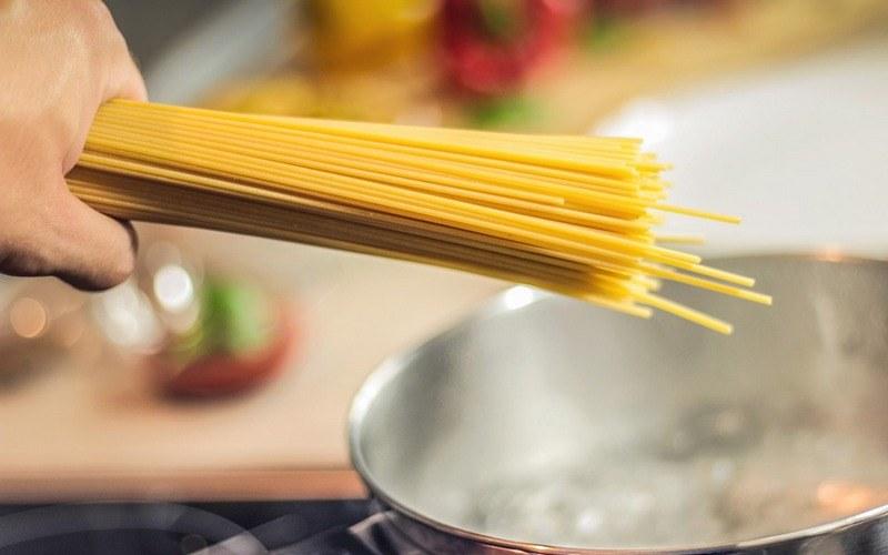 Как варить спагетти в кастрюле