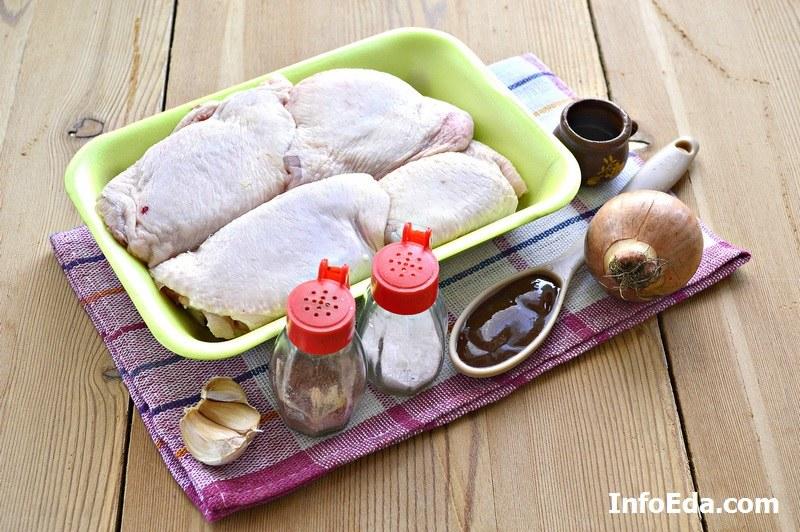 Куриные бедра и другие ингредиенты по рецепту