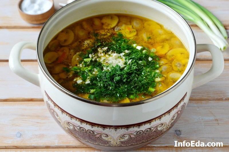 Грибной суп из шампиньонов зелень