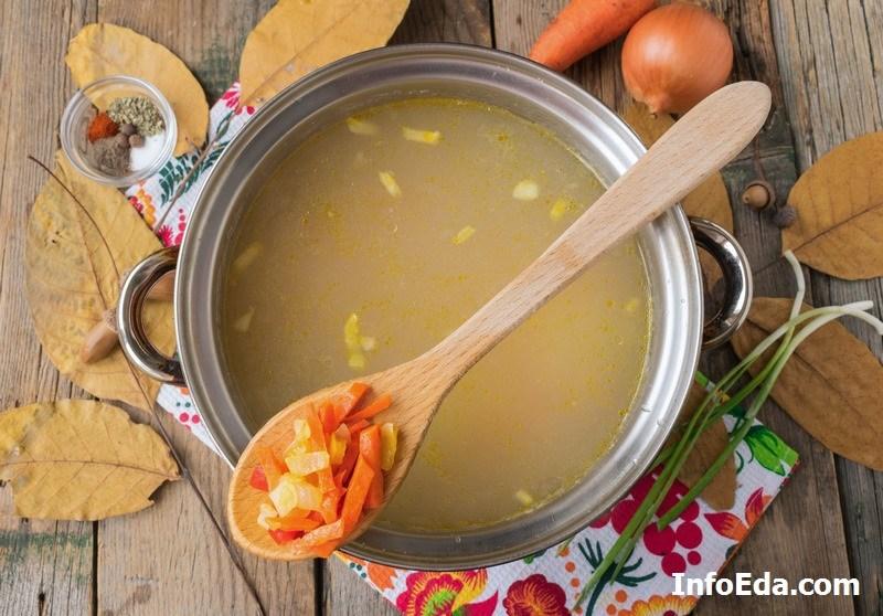 Суп с пельменями бульон