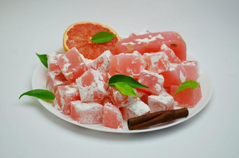 Рахат-лукум с орехами розовый
