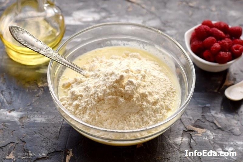Пышные оладьи на йогурте добавляем муку