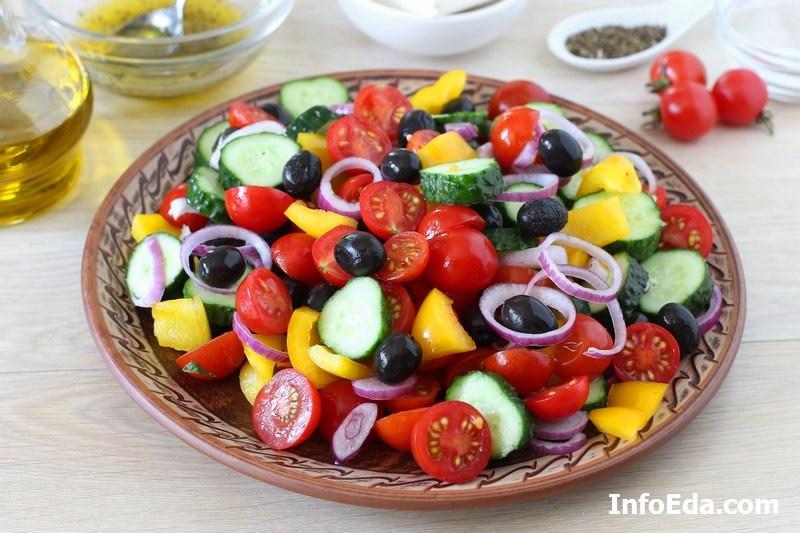 Греческий салат - перекладываем на блюдо