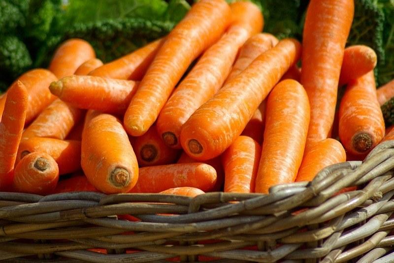 Как хранить морковь свежую