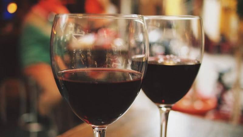 Вред сухого красного вина для здоровья человека