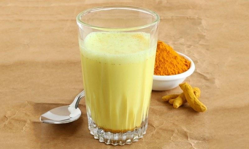 Чем полезно золотое молоко из куркумы