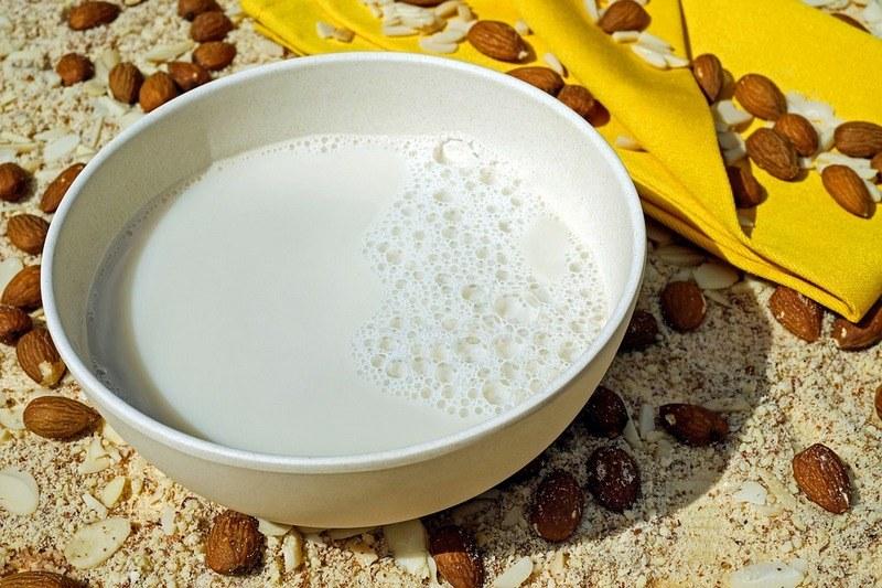 Миндальное молоко - польза и вред