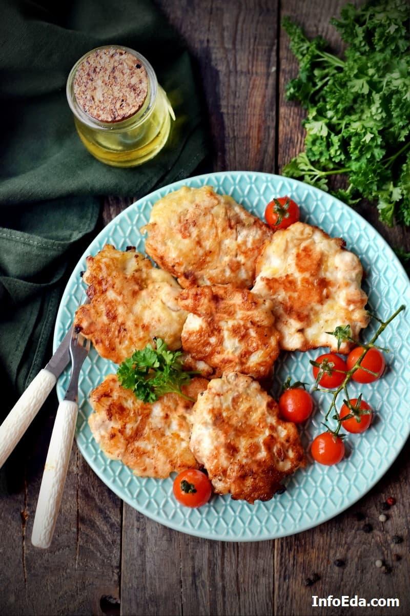 Вкусные рубленые куриные котлеты с сыром на сковороде