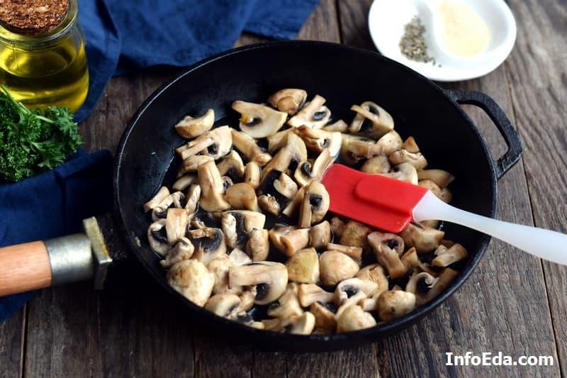 Шампиньоны жареные с луком - жарим грибы