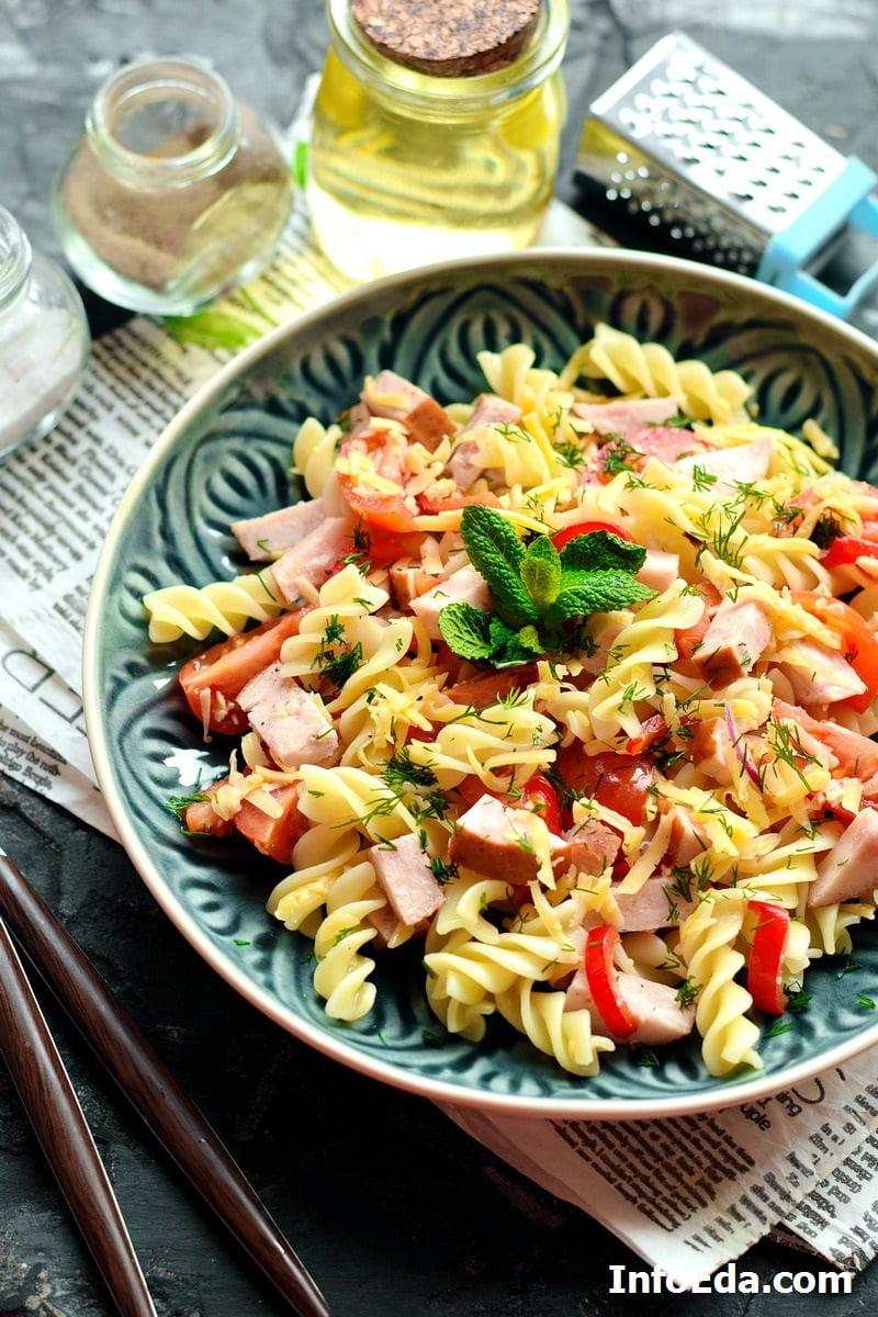 Итальянский салат с ветчиной и макаронами