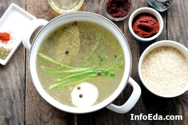 Суп харчо - специи в бульоне