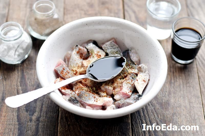 Маринованный толстолобик - соевый соус