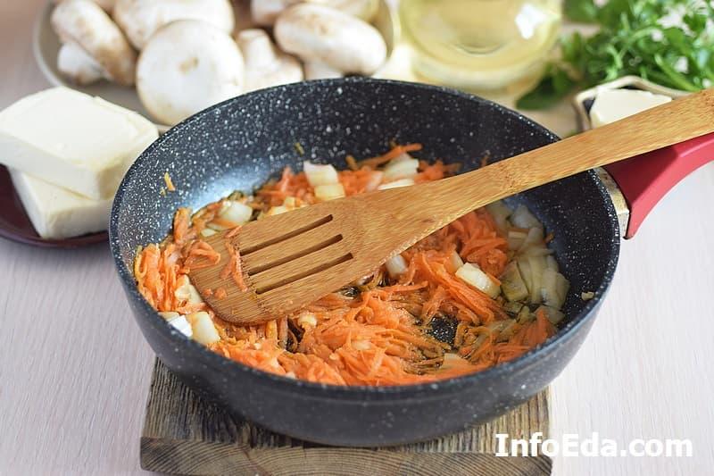 Сырный суп с грибами - зажарка