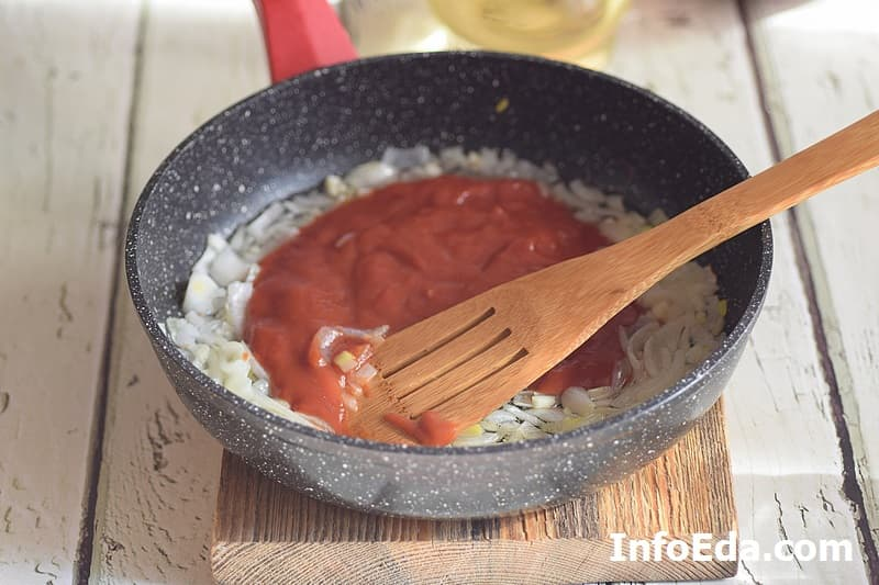 Макароны по-флотски - добавляем томатную пасту