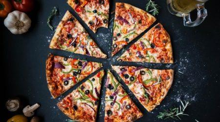 На сколько кусков нарезать пиццу