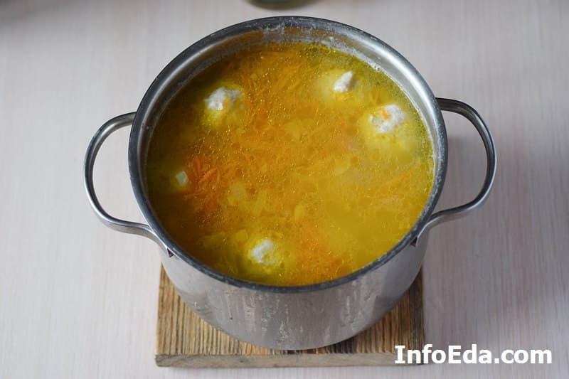 Суп с куриными фрикадельками - зажарка в супе