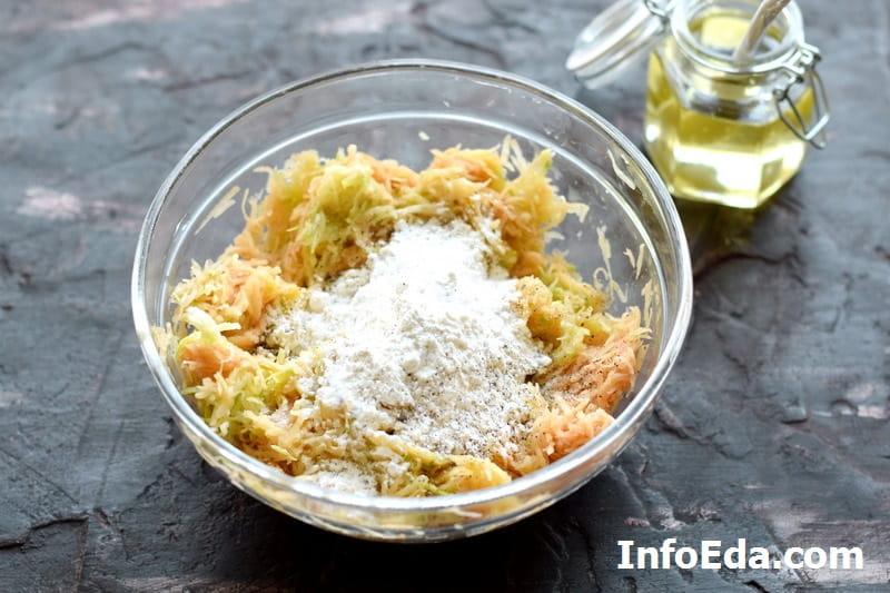 Оладьи с кабачком и картофелем - добавляем муку