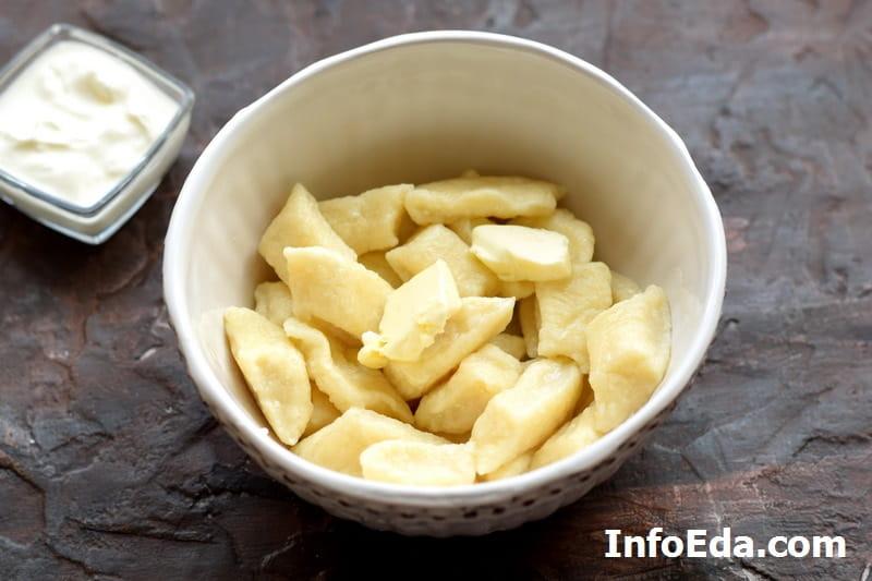 Ленивые вареники - сваренные вареники с маслом