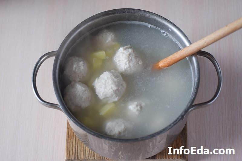 Суп с куриными фрикадельками - фрикадельки в бульоне