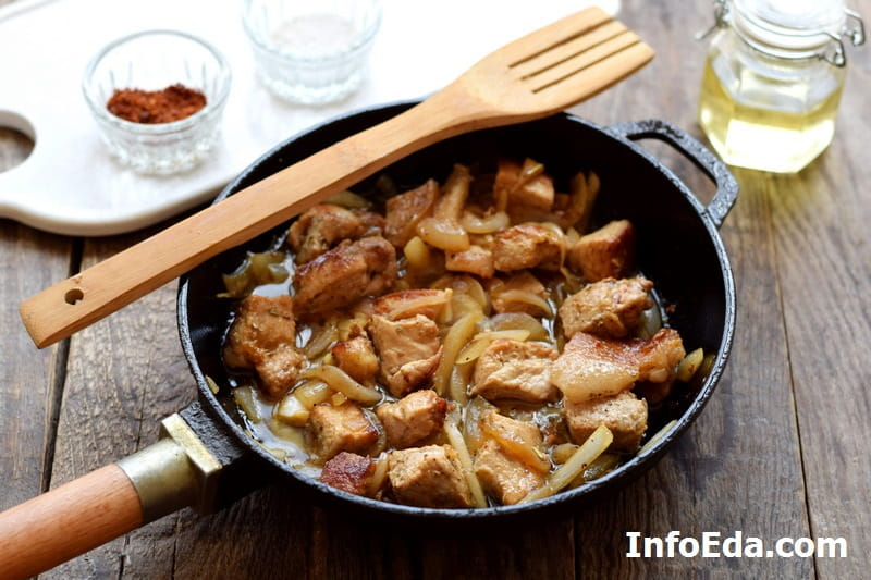 Жареная свинина с луком - тушим мясо