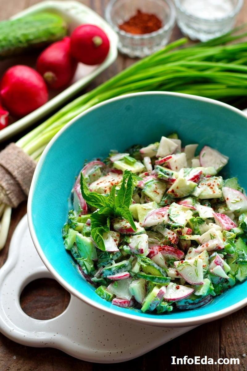 Салат из огурцов редиски и сметаны