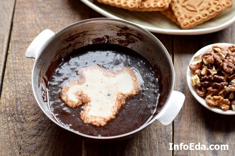 Шоколадная колбаса - добавляем молоко