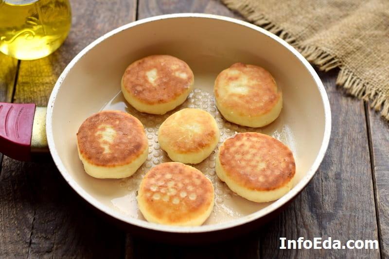 Сырники из творога - жарим сырники на сковороде
