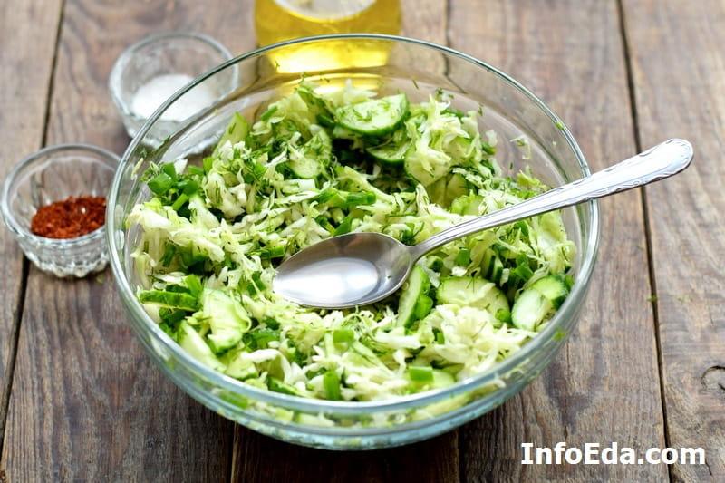 Салат из капусты и огурцов - добавляем уксус