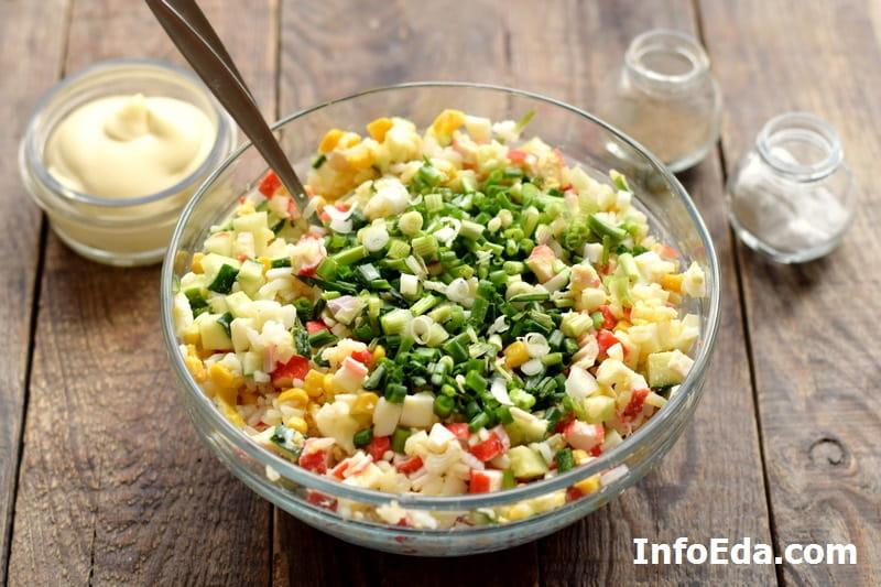 Крабовый салат - добавляем зелень