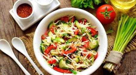 Салат из капусты, свежих огурцов и помидоров