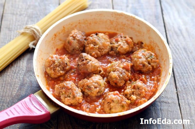 Спагетти с фрикадельками - фрикадельки в соусе на сковороде