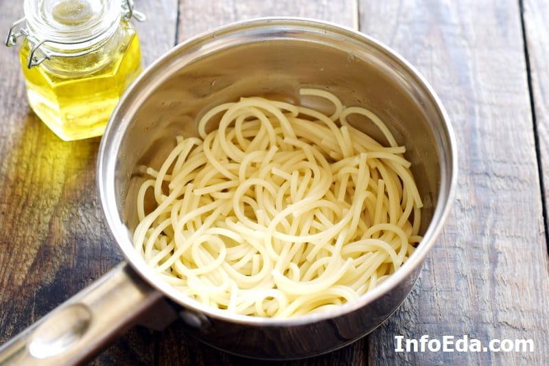 Спагетти с фрикадельками - сваренные спагетти