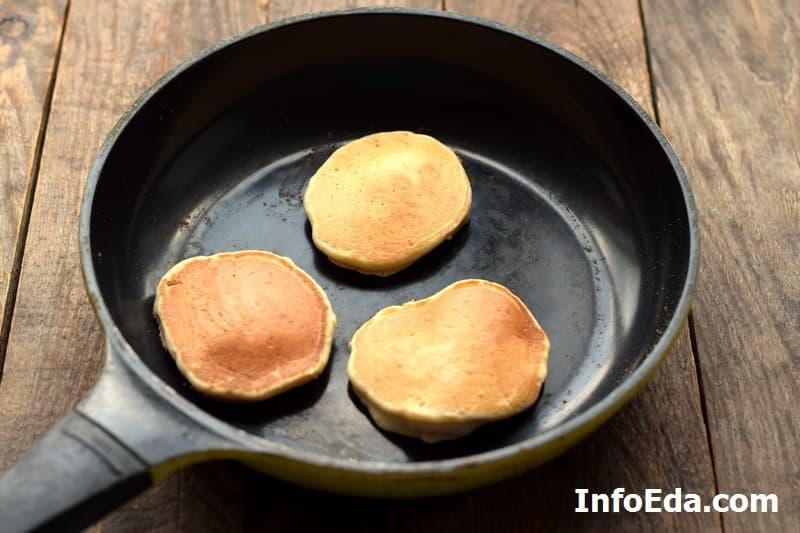 Банановые панкейки - обжарка на сковороде с другой стороны