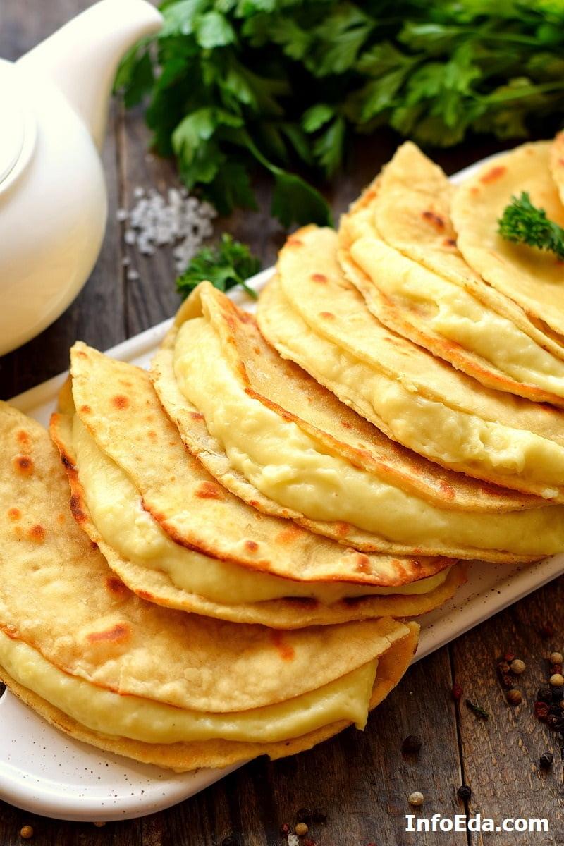 Татарский кыстыбый с картофелем
