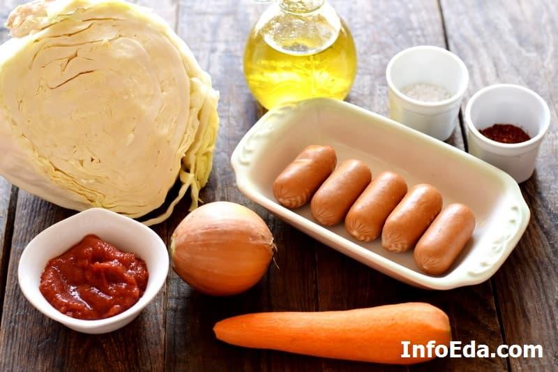 Ингредиенты для тушеной капусты с сосисками