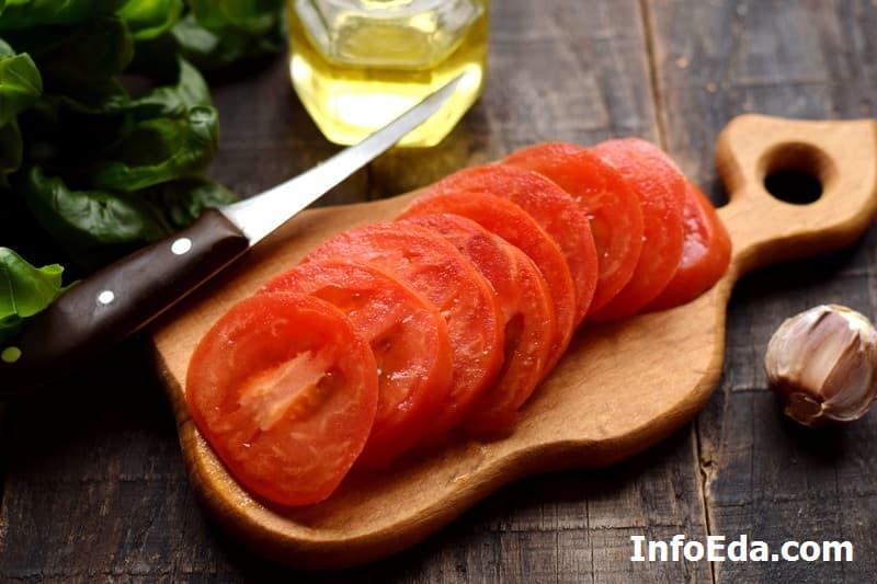 Салат Капрезе - нарезка помидора
